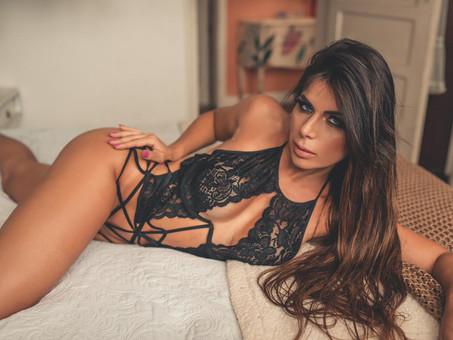 """Ex-Bailarina do Faustão, Vanessa Perez muda o visual para novo ensaio nu: """"exigência da revista"""""""