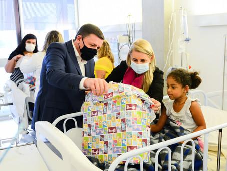 Prefeitura de São Bernardo presenteia pacientes infantis internados no dia 12 de outubro