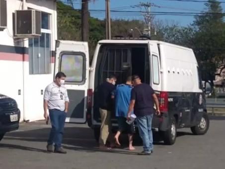 Homem é preso acusado de dar facada nas costas de mulher no Pq. Valença
