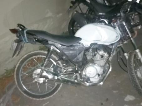 GCM apreende moto roubada