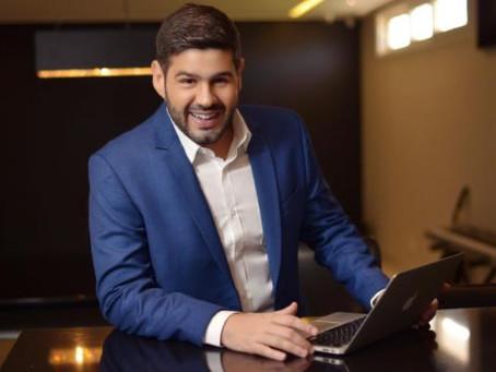 """O empresário Alex Monteiro é o convidado do podcast """"Papo Com O Anjo"""", realizado pela Jovem Pan"""
