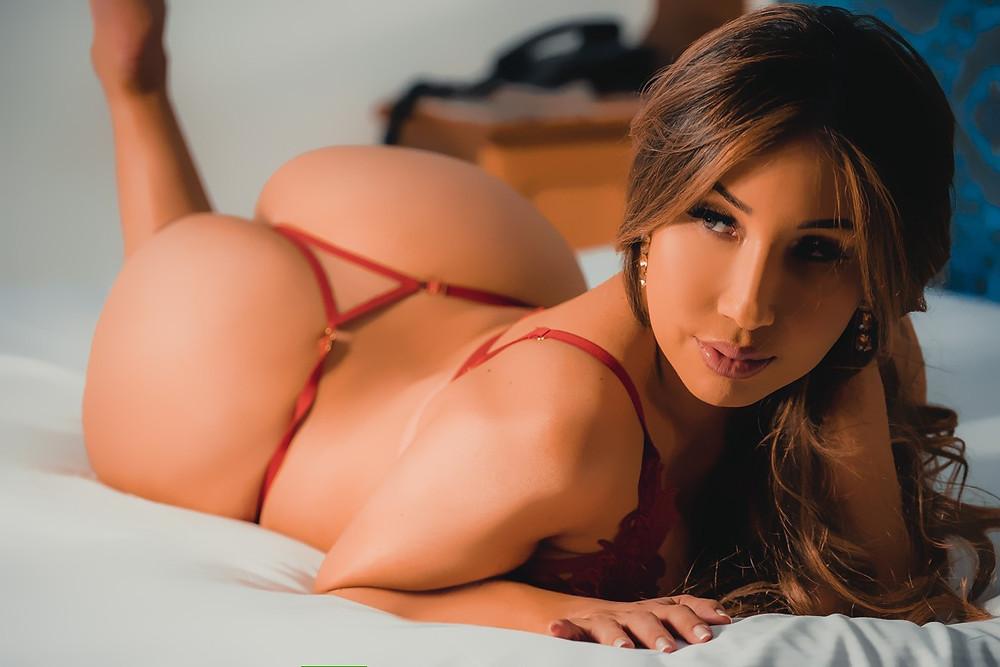 """Yu Ferracini, da 'Casa das Pimentinhas', posa sexy e entrega cantadas de  famosos: """"tem até humorista"""