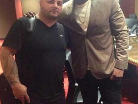 Barbeiro das celebridades, Jay Majors é o responsável pelo visual dos rappers 50 Cent