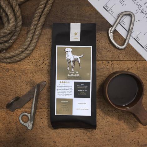 Verpackungsillustration: Von Hermanns Kaffee -Sanfter Labrador