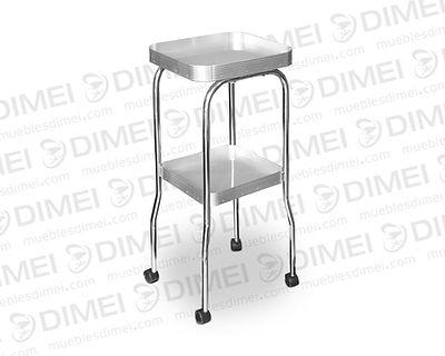 Mesa de 2 charolas con orilla de aluminio, estructura de metal cromada y llantas para su movilidad; fabricada con triplay de pino chileno importado