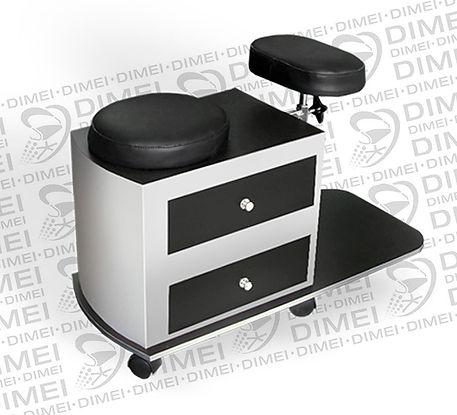 Banco depedicurecon diseño compacto, cuenta con 2 cajones laterales y rodajas para su movilidad