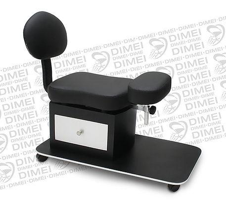 Cómodo banco para pedicure con respaldo,cuenta con 1 cajón lateral y rodajas para una mejor movilidad