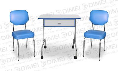 Juego de manicure clasico economico, cuenta con una mesa clásica de madera con 1 cajon central y 2 sillas clasicas de 4 patas