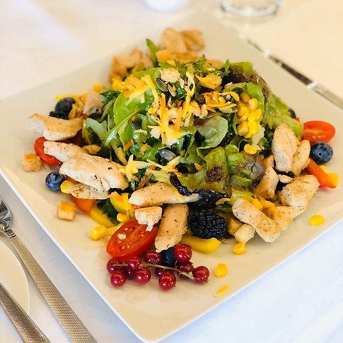 Salat mit marinierten Hähnchenbruststreifen aus dem Wok