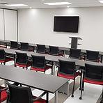 Salle Jean-Duceppe, avec chaises et tables