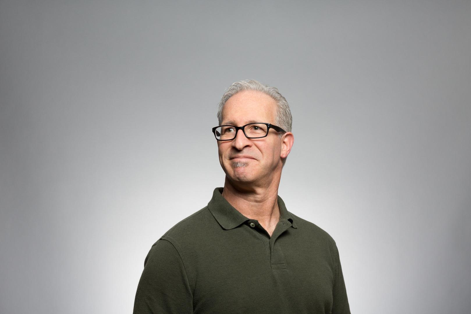 Homme avec lunettes