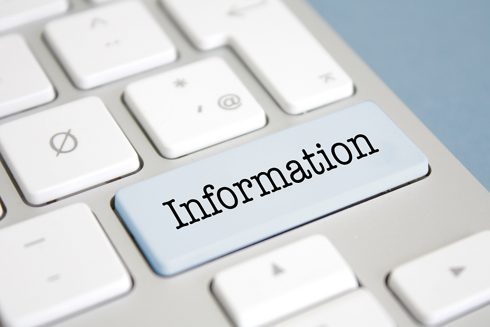 Clavier d'ordinateur affichant une touche sur laquelle est écrit le mot information