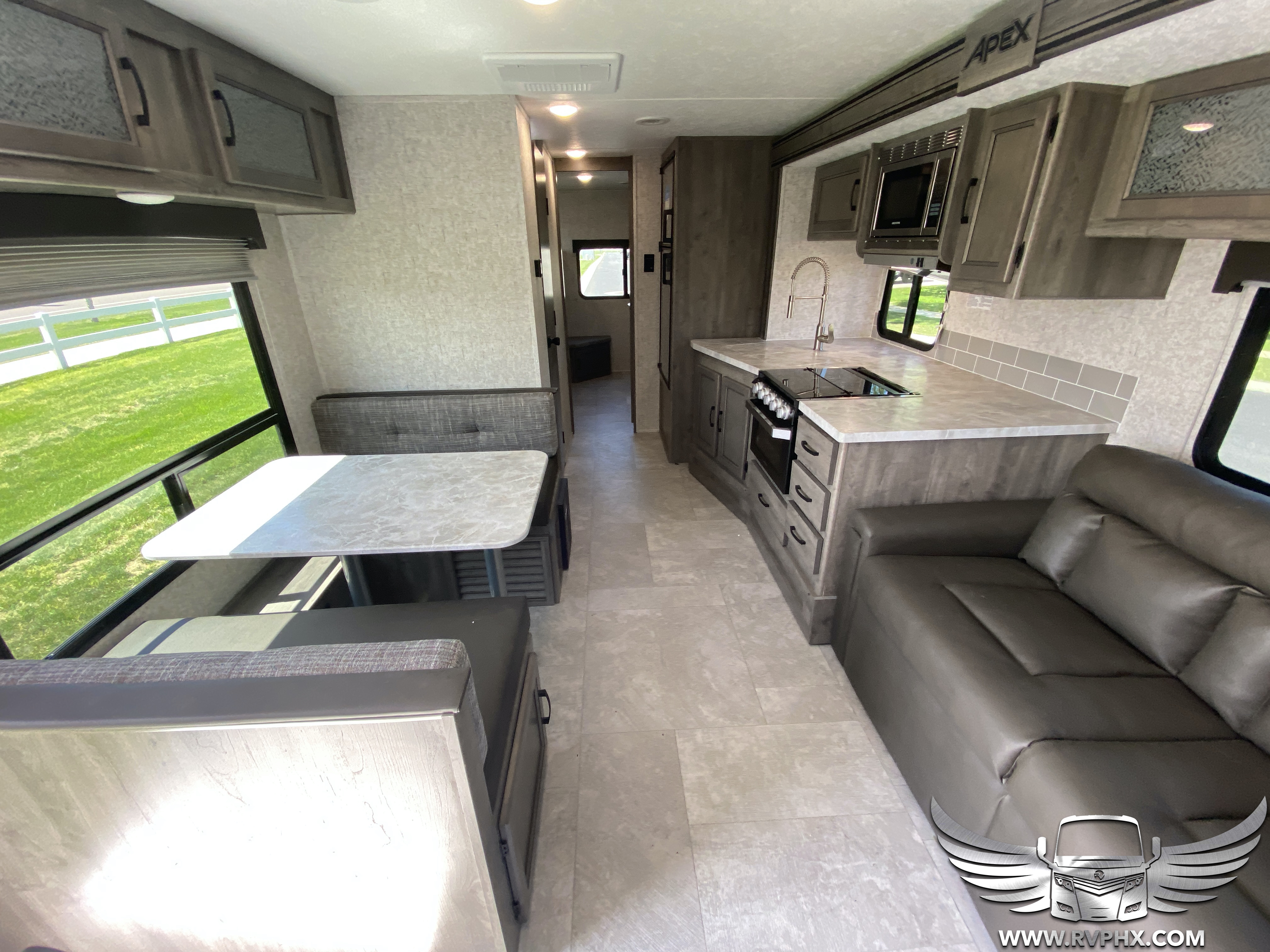 300bhs interior 0