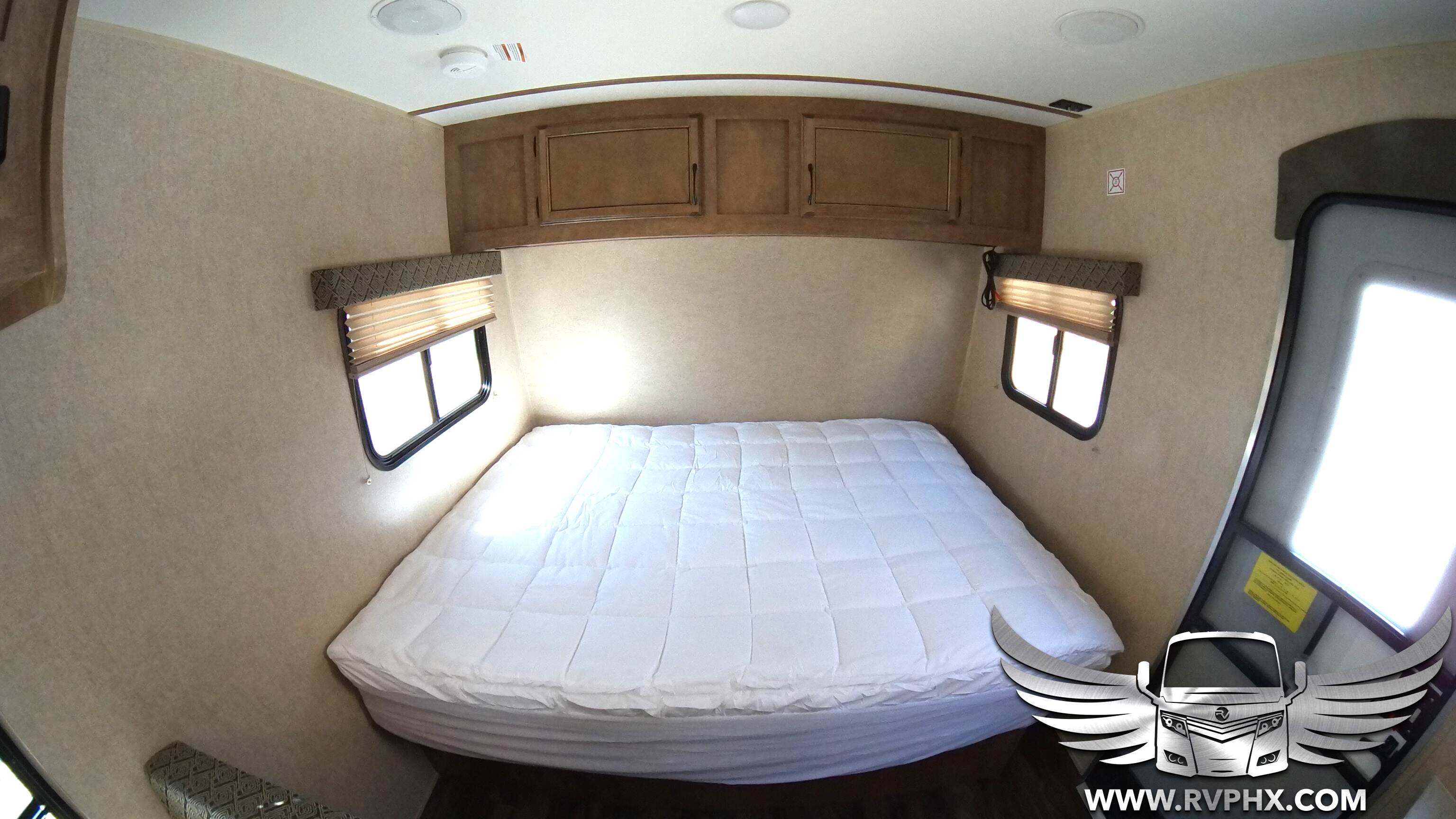 17BH Queen Bed
