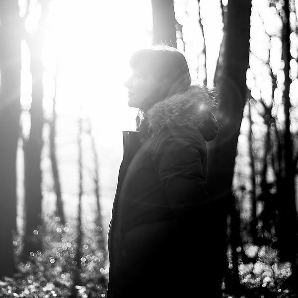 Zon in bos met profiel zw.tif