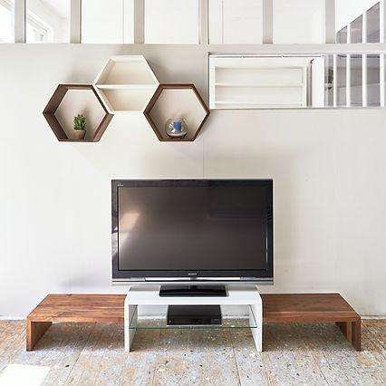 Meuble TV et étagère de rangement en noyer massif et laque blanche