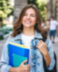joven-estudiante-sonriendo_101969-599_ed