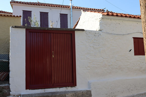 Traditional house for sale in Eressos ready to be inhabited