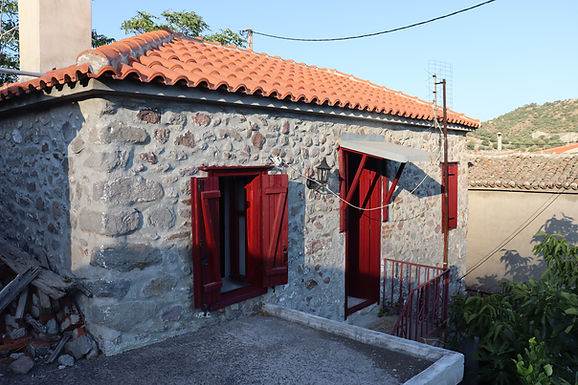 House with yard for sale  Eressos Lesvos