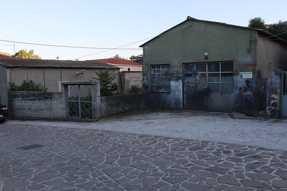 A commercial space with a large plot of land is for sale in Eressos