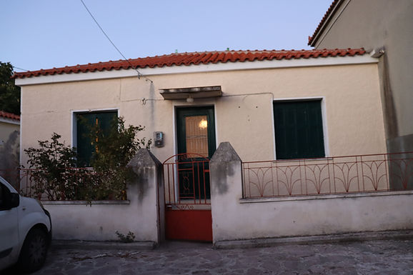 For sale house with four rooms kitchen bathroom yard