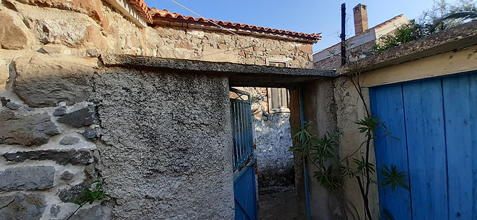 House for sale in Eressos in a very good neighborhood