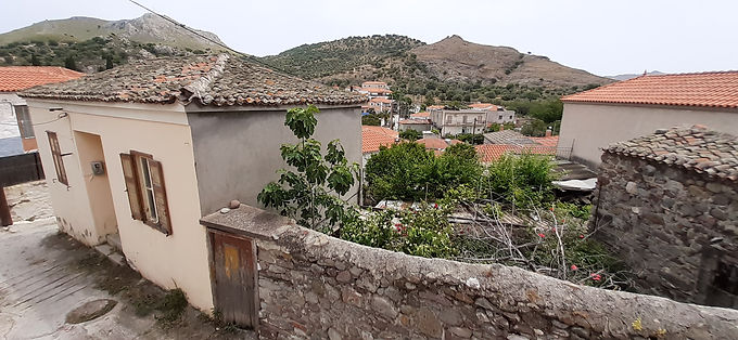 Traditional house for sale in Eresos in very good condition with yard