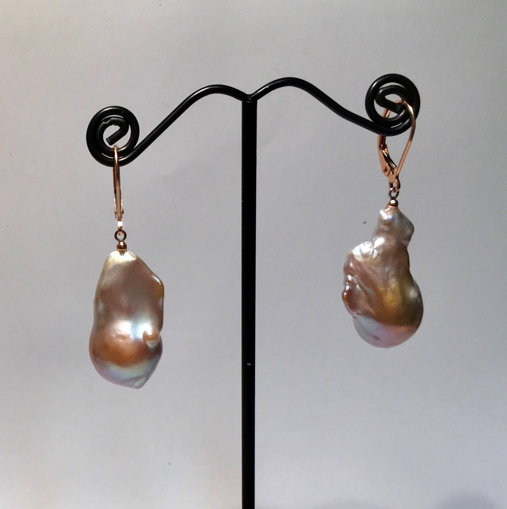 Baroque pearls, Rose gold color