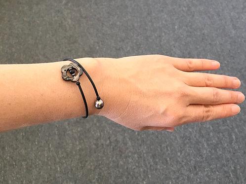 Tahitian pearl & Mother of pearl on black wire bracelet