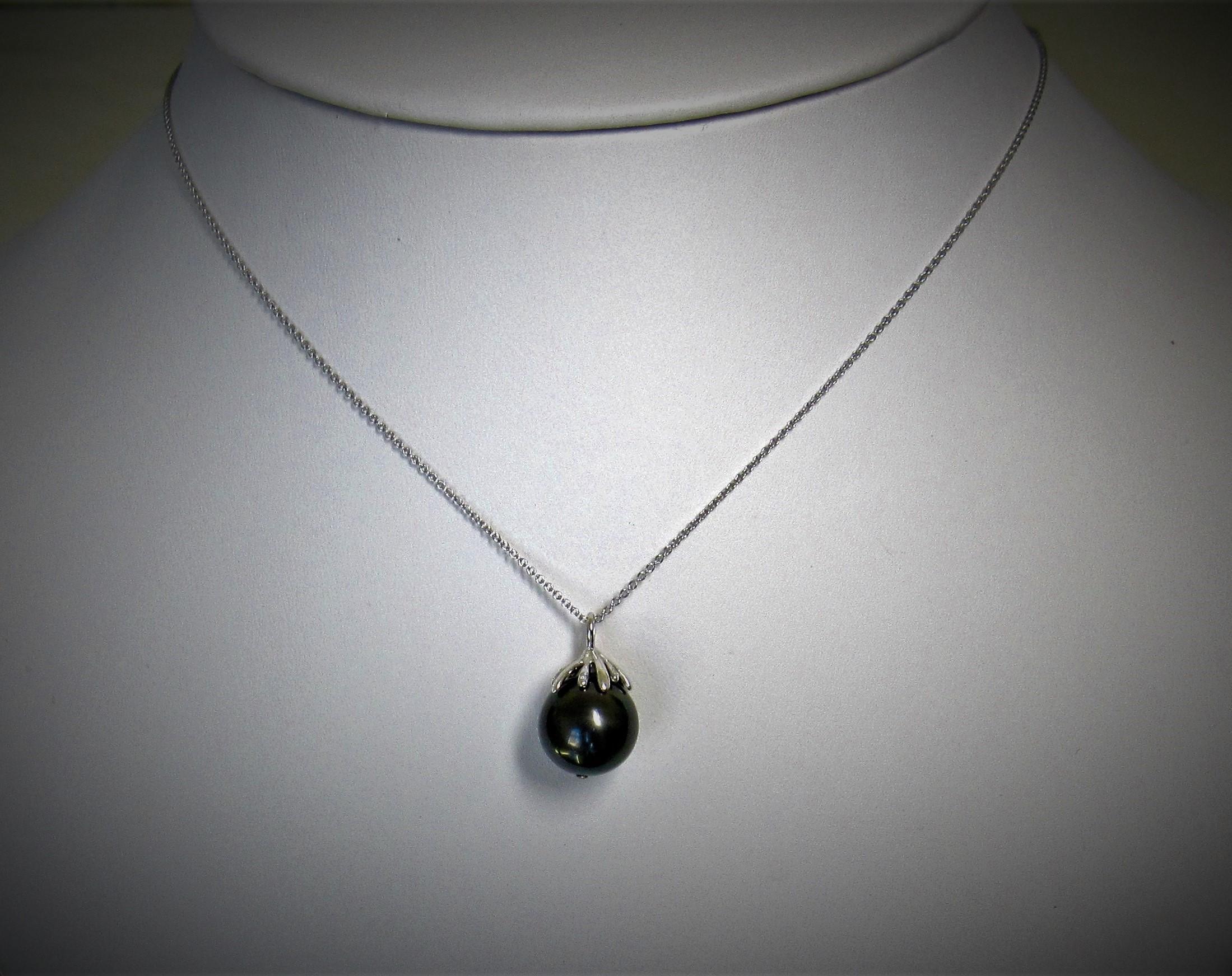 Black Tahitian Pearl pendant top