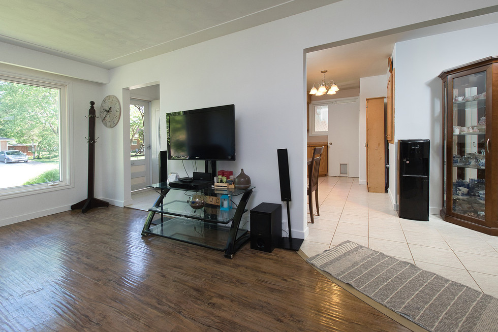 Living Room 4 - 1 Tanager For Sale