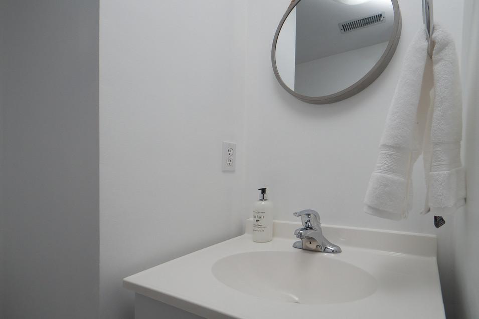 139 Queen St - Basement Bath