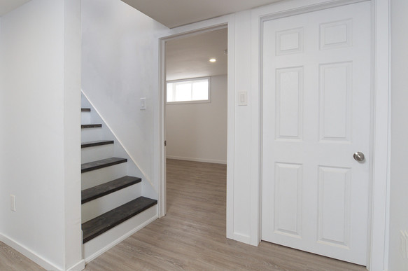 391 Victoria Street South For Sale - Basement Stairs 2