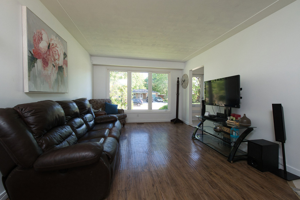 Living Room 3 - 1 Tanager For Sale