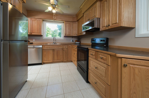 Kitchen 3 - 1 Tanager For Sale