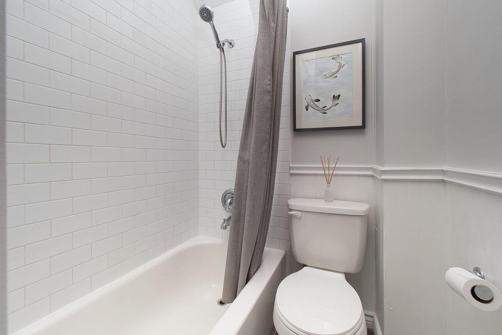 33 Bath Laundry 12.jpg