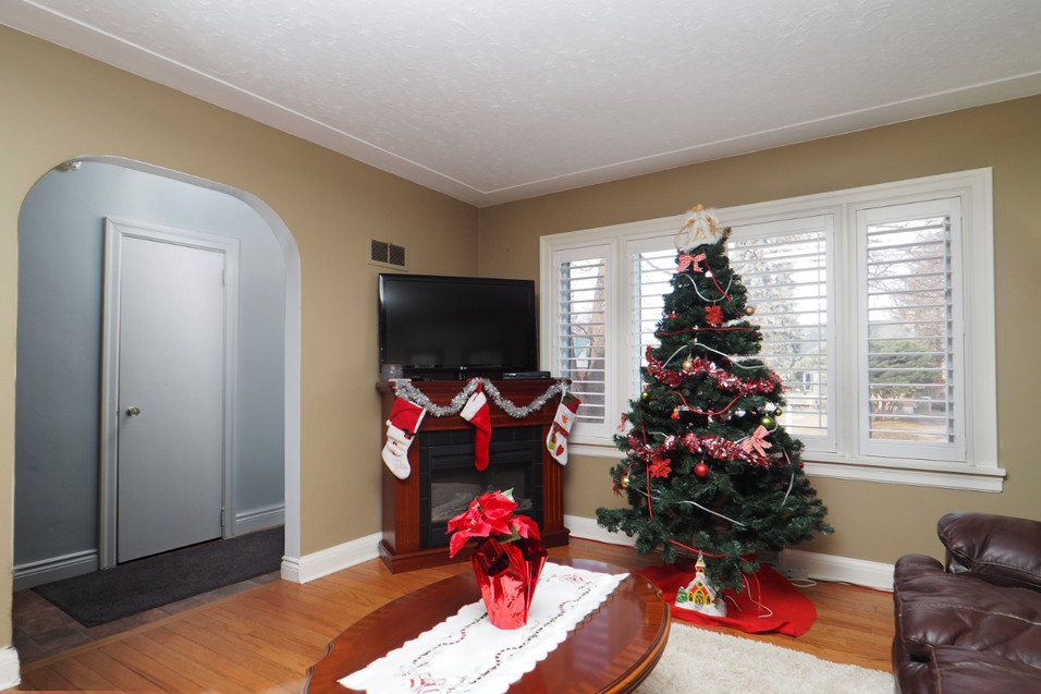 59 Belleview For Sale - Living Room 1