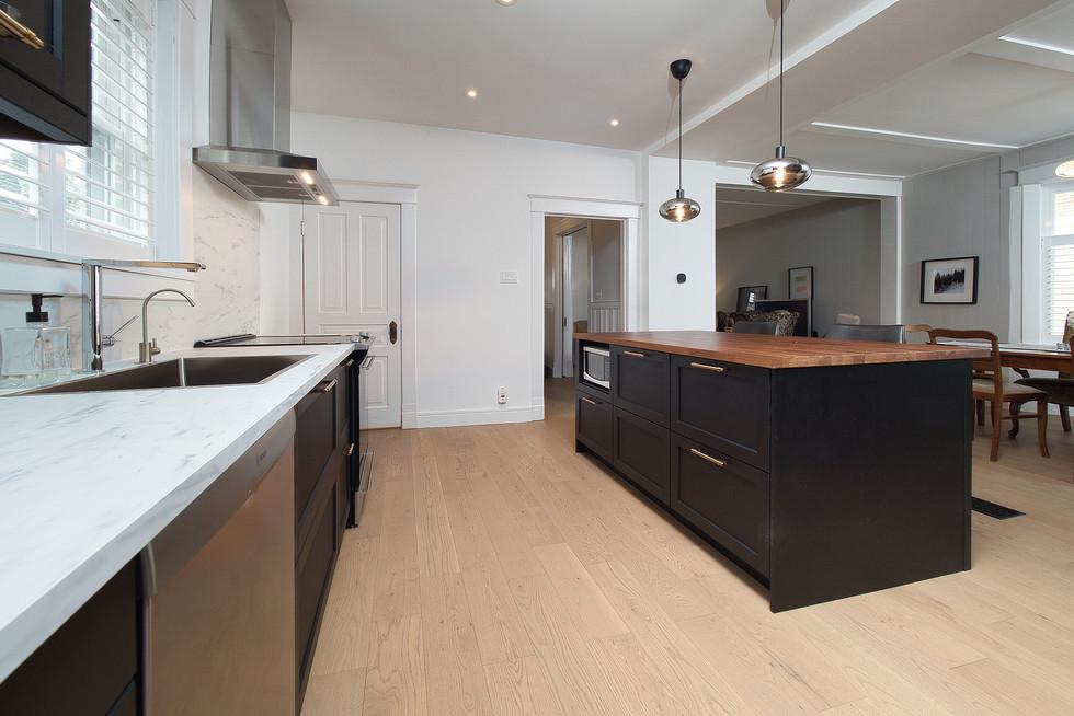 27  Kitchen 34.jpg