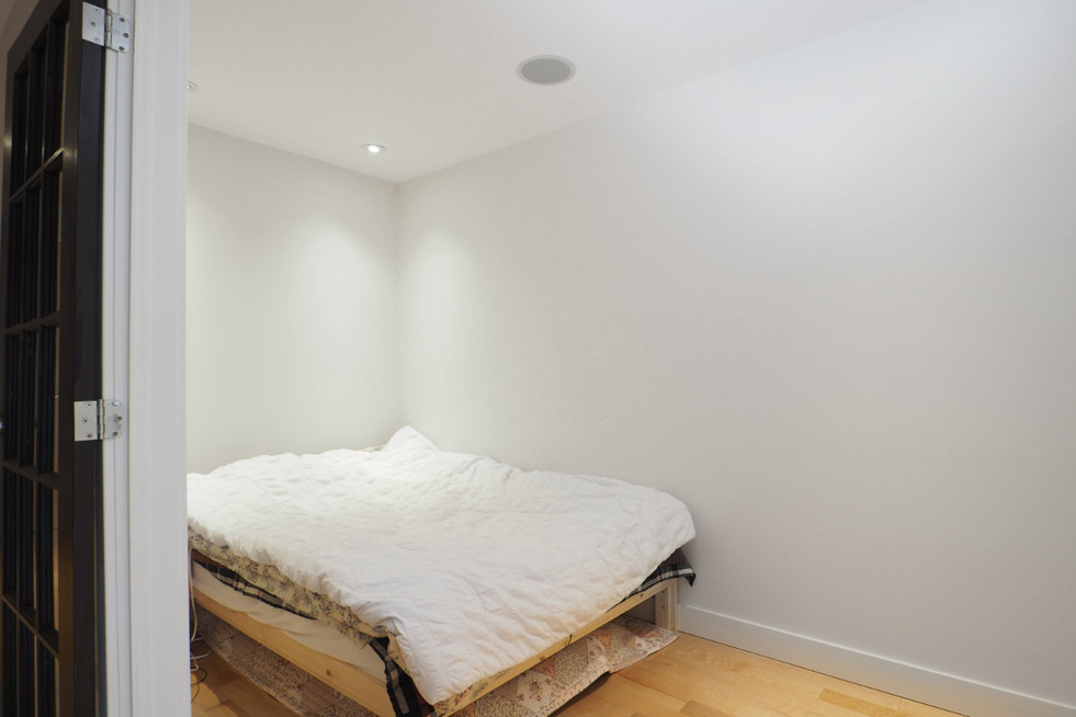 209-188 King - Bedroom