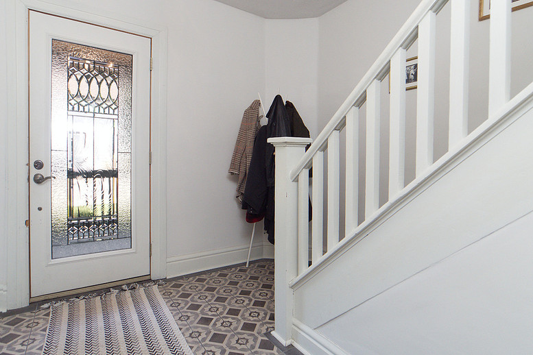 Foyer 3 - 137 Madison Ave S For Sale