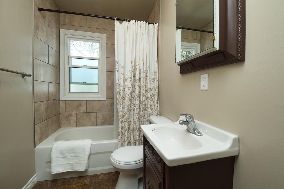 Bathroom - 9 Windsor Crescent For Sale