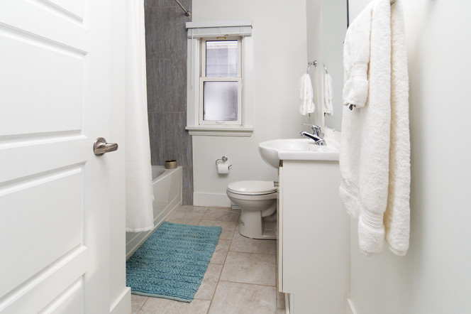 391 Victoria Street South For Sale - Main Bath