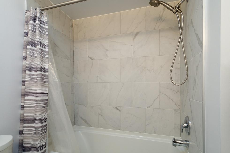 139 Queen St - Main Bath 2
