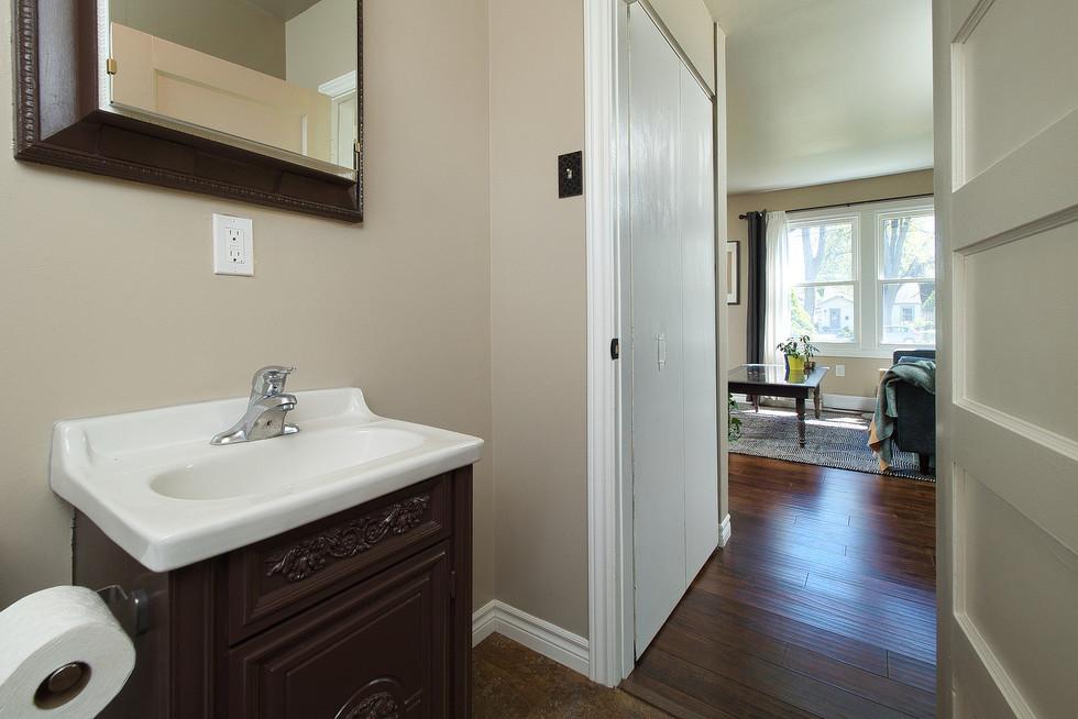 Bathroom 2 - 9 Windsor Crescent For Sale