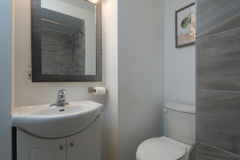 114 Queen St W - Bathroom 2