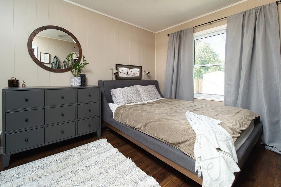 Master Bedroom - 9 Windsor Crescent For Sale