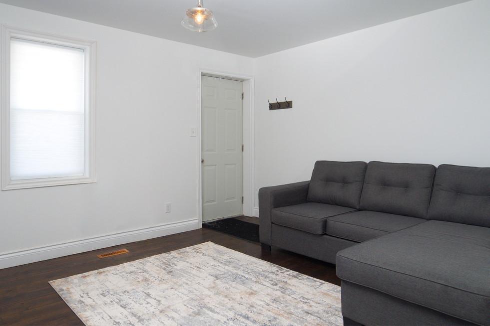 114 Queen St W - Living Room