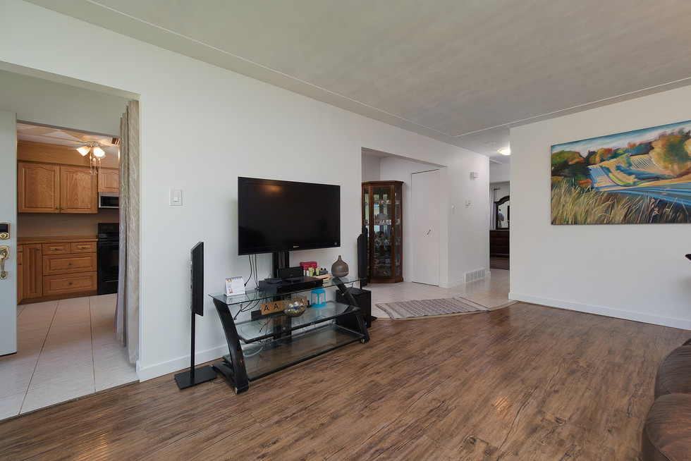 Living Room 2 - 1 Tanager For Sale