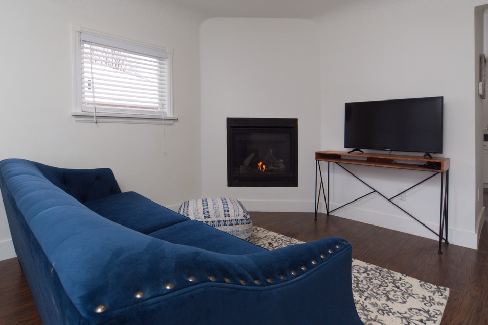 391 Victoria Street South For Sale - Living Room 2