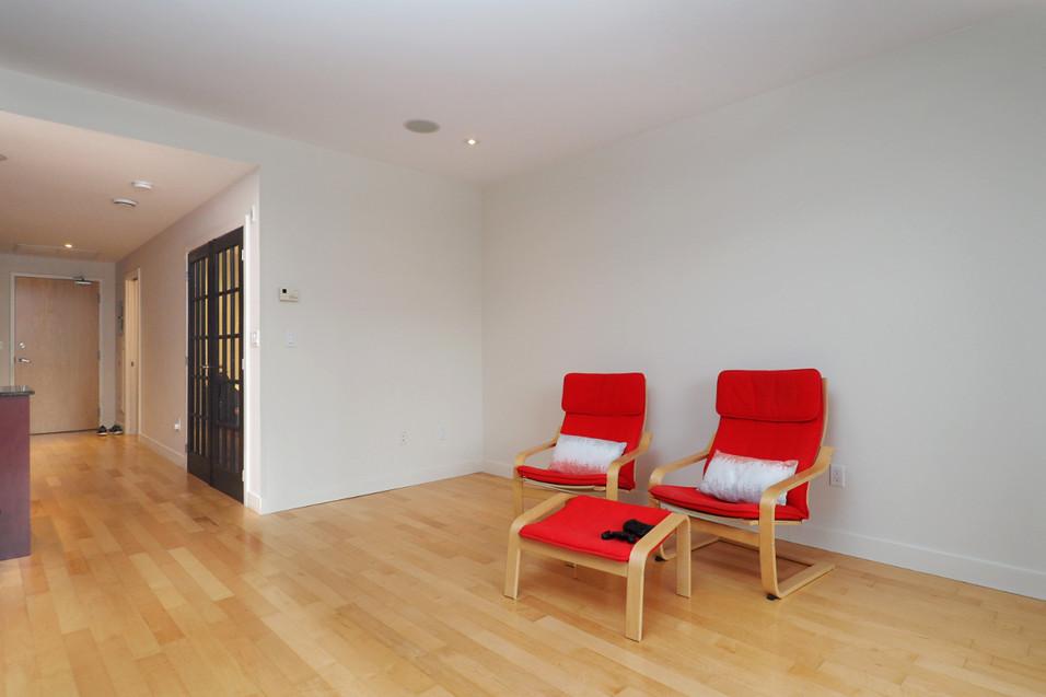 209-188 King - Living Room 2